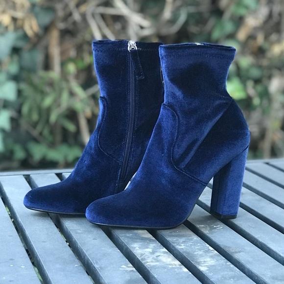 72ae6695064 Steve Madden Edit Velvet Heeled Boots. M 5ba8354ec61777bbbf4c08c9